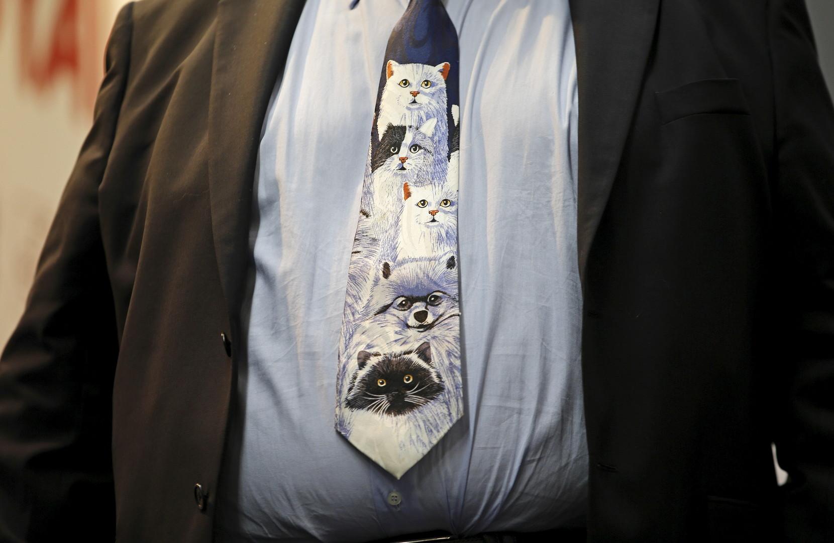 С петлёй на шее... и без: о сложных взаимоотношениях галстуков с политиками