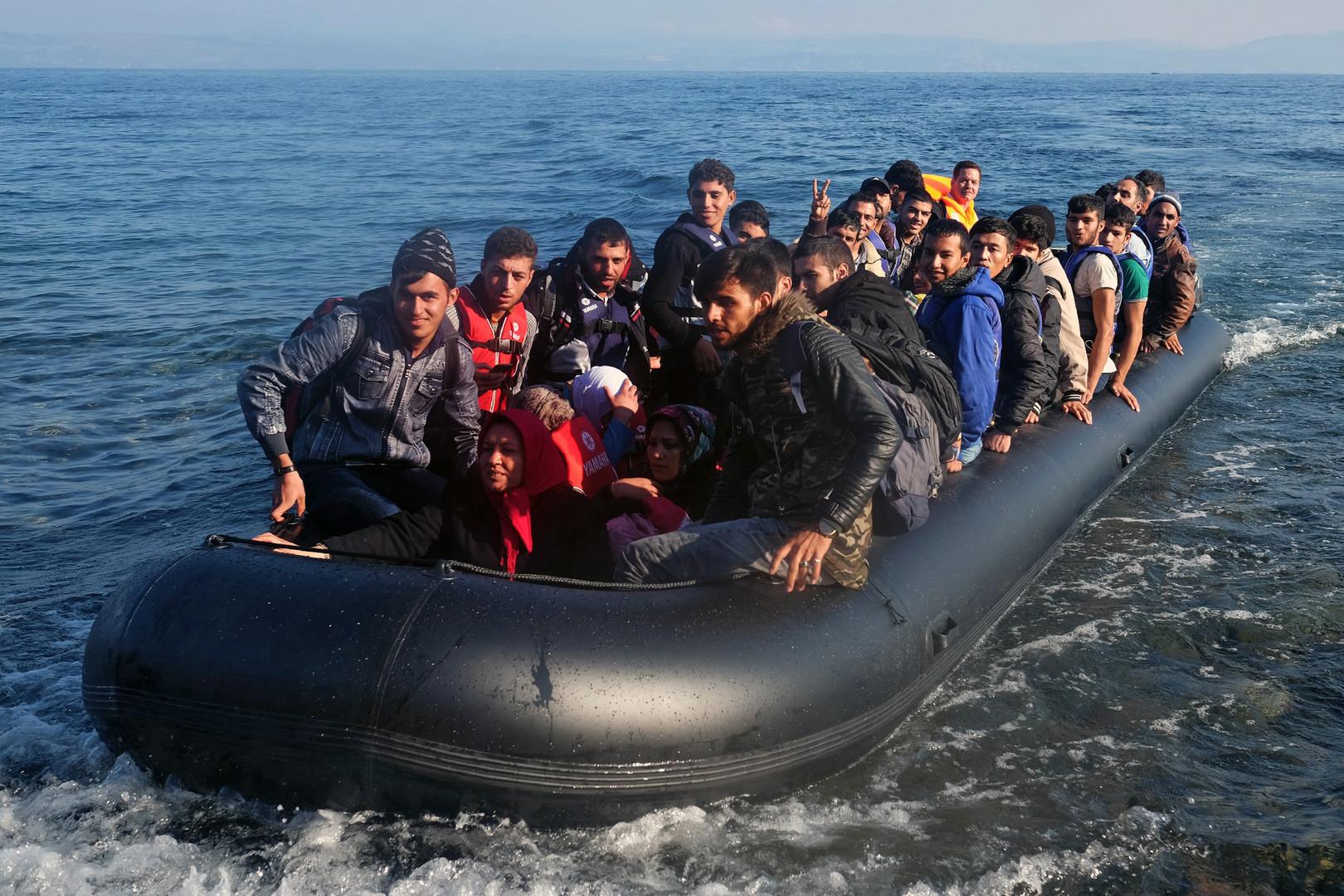 Мигранты. В Грецию стремятся не только туристы, но и беженцы, которые всеми силами пытаются попасть в Евросоюз из стран Ближнего Востока и Северной Африки.