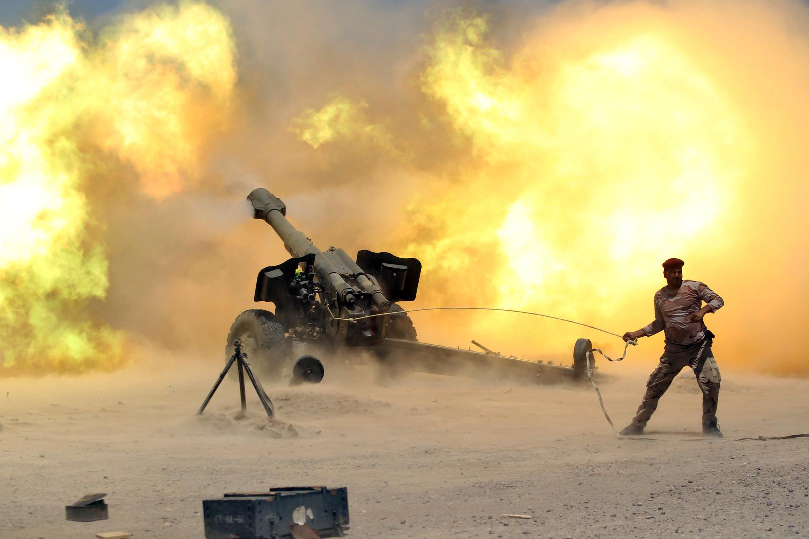 Иракский военнослужащий в ходе столкновений с боевиками «Исламского государства» в районе Эль-Фаллуджи