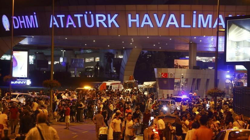 СМИ: 50 человек погибли при взрывах в аэропорту Стамбула