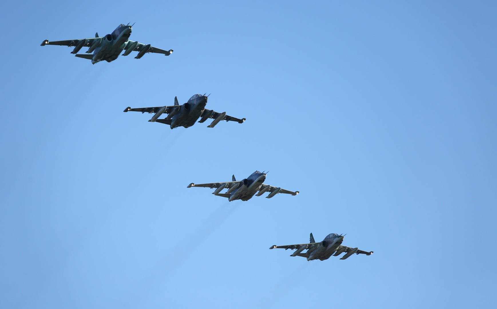 ВКС РФ уничтожили четыре объекта нефтедобычи боевиков у «столицы» ИГ Ракки