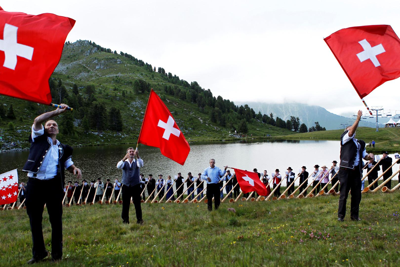 Две пятьсот каждому: в Швейцарии решат, раздавать ли швейцарцам деньги