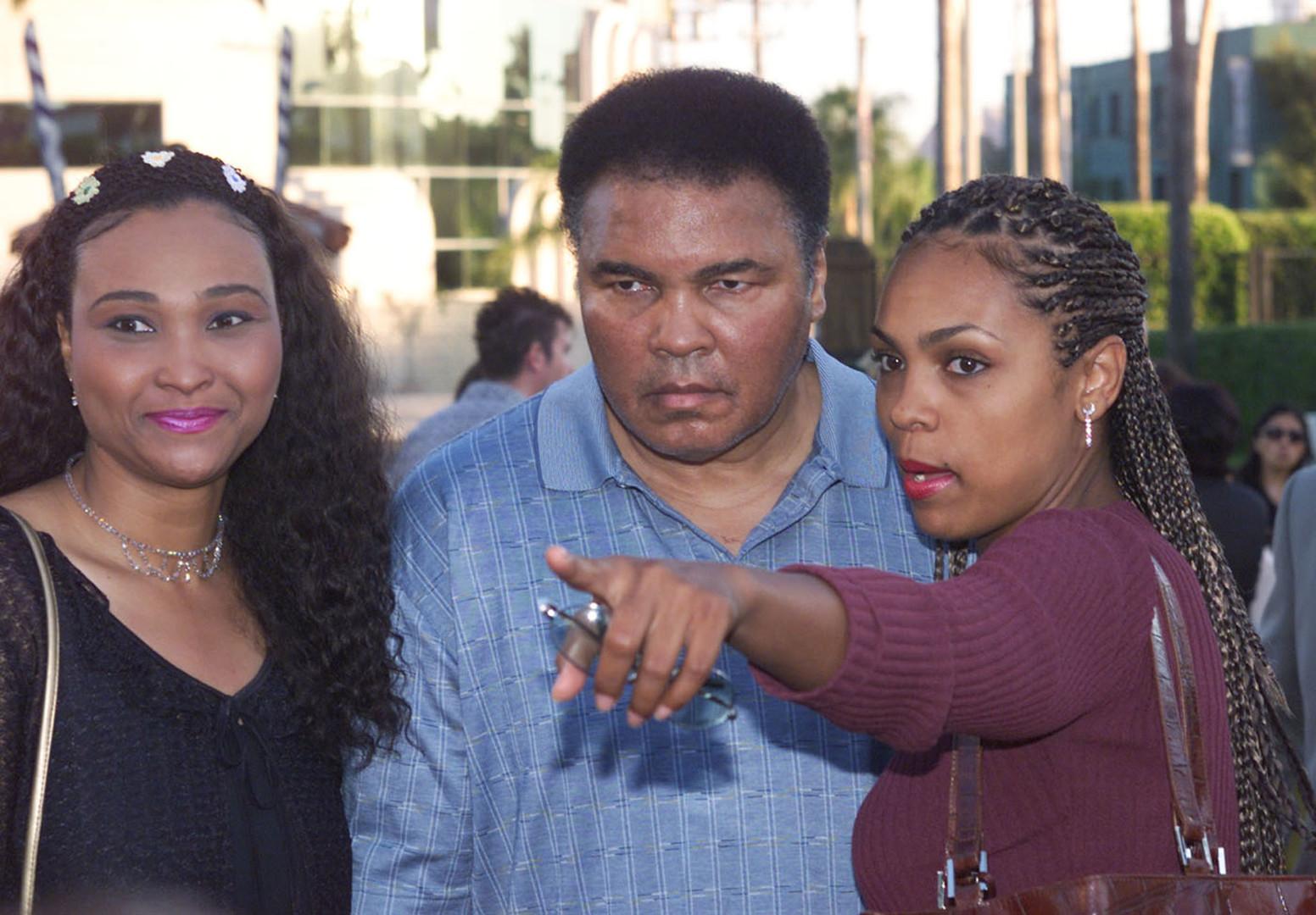 Дочь Мохаммеда Али рассказала о последних минутах жизни боксёра