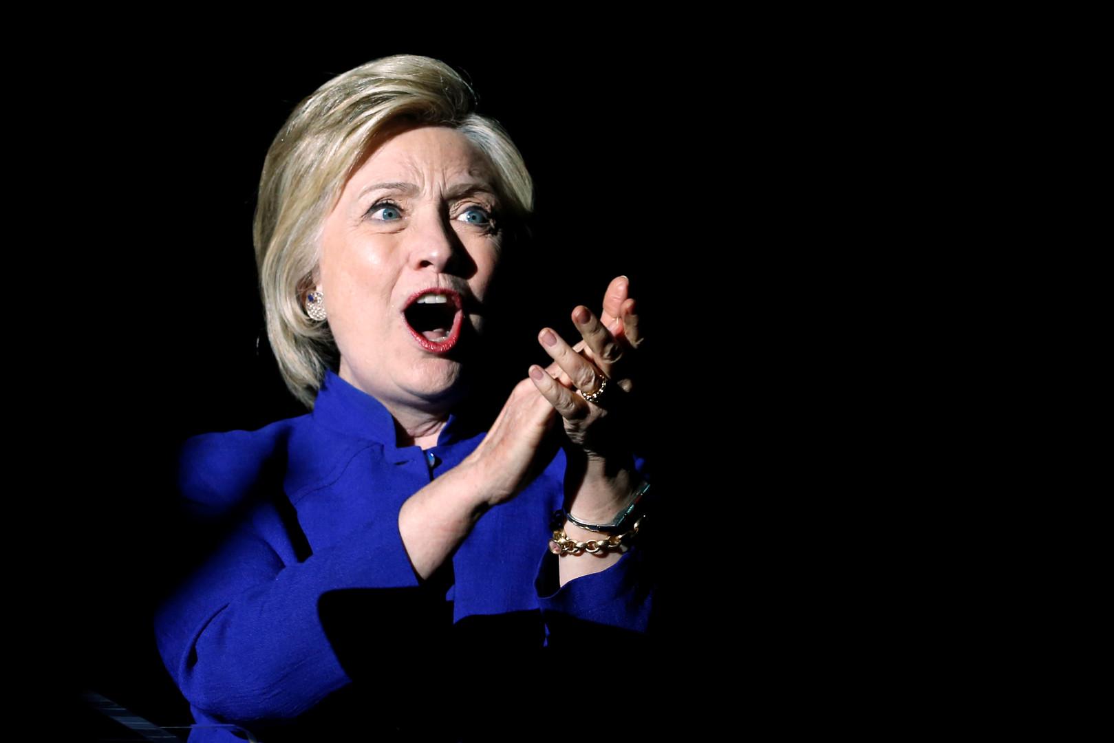 СМИ: Хиллари Клинтон набрала необходимое число делегатов для выдвижения в президенты США