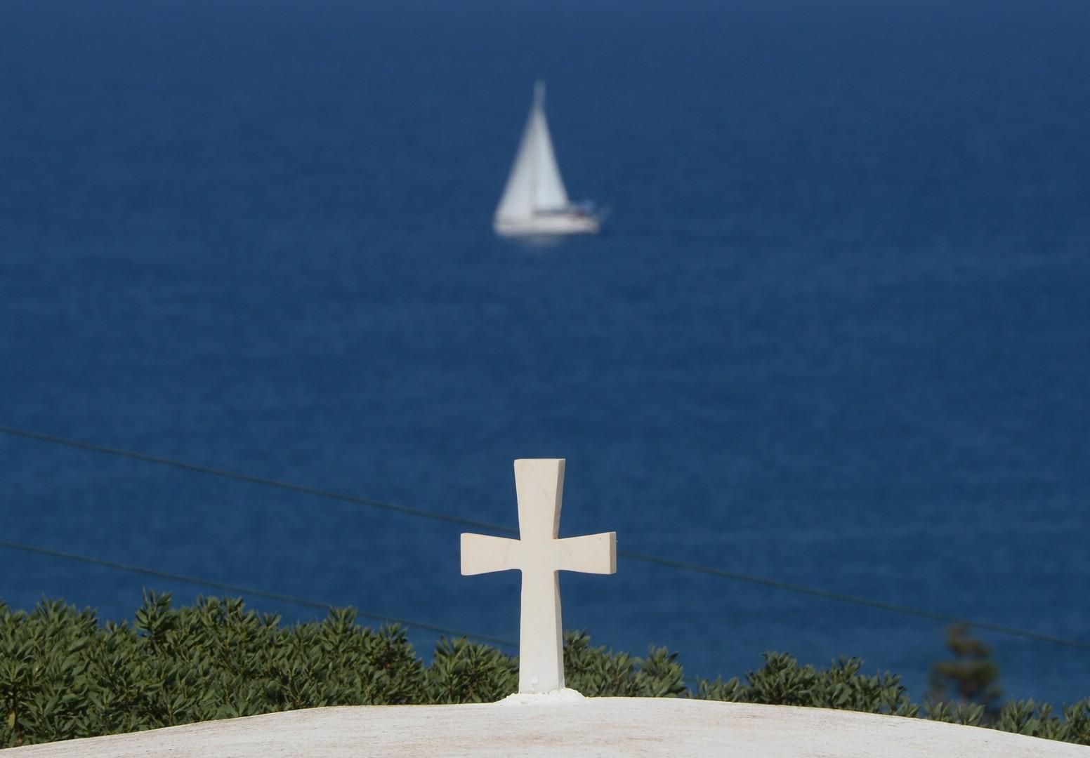 Вид на Критское море с берега острова Крит.