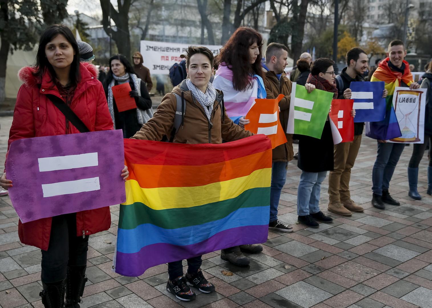 Надеть бельё и обувь для бега: ЛГБТ-активистов в Киеве попросили подготовиться к параду