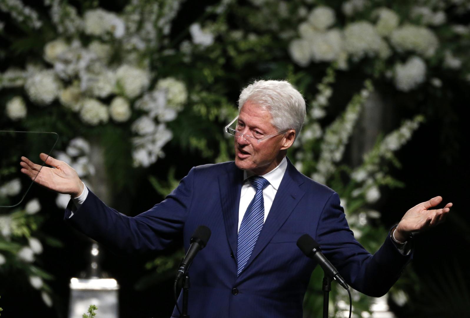 Арнольд Шварценеггер и Билл Клинтон отметились селфи на похоронах Мохаммеда Али