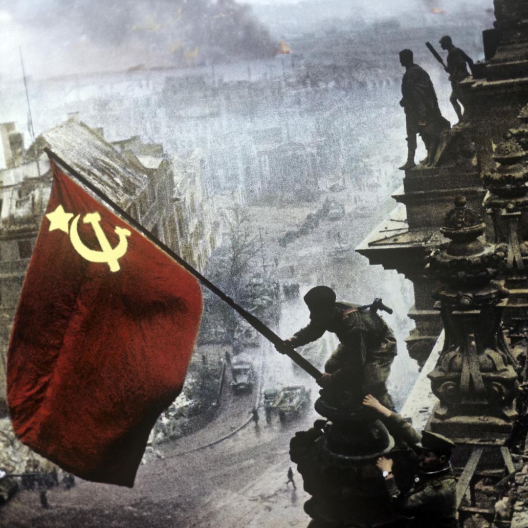 Опрос: Большинство россиян уверены, что СССР мог победить в ВОВ и без помощи союзников