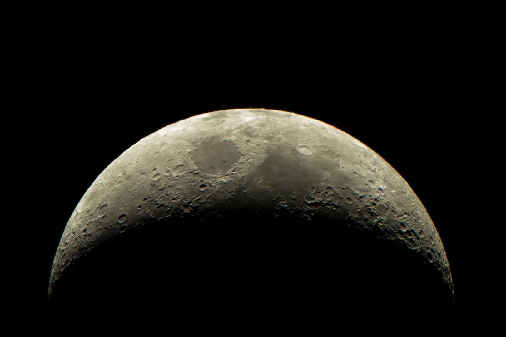 Обитаемый спутник: в Роскосмосе рассказали о проекте лунной базы