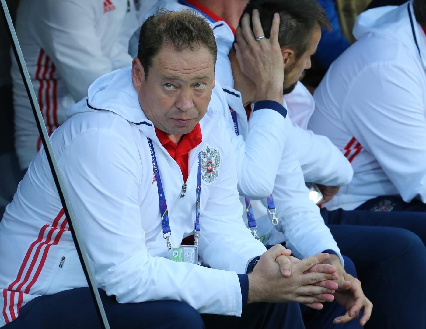 Леонид Слуцкий извинился перед болельщиками за игру сборной