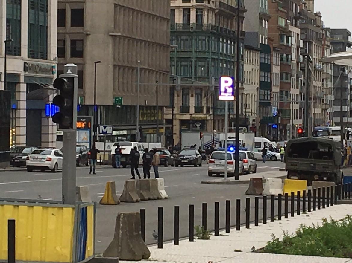 В Брюсселе объявлена тревога из-за угрозы взрыва в торговом центре