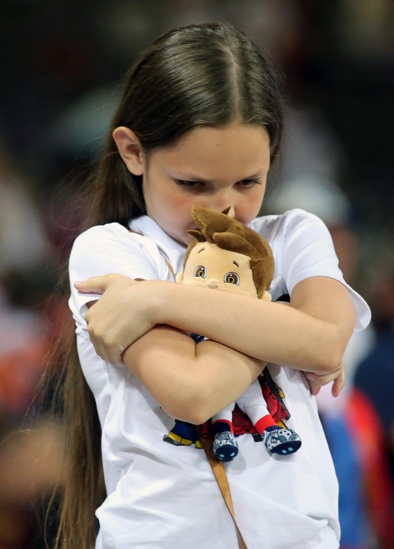 Российская болельщица после окончания матча группового этапа чемпионата Европы по футболу - 2016 между сборными командами России и Уэльса.