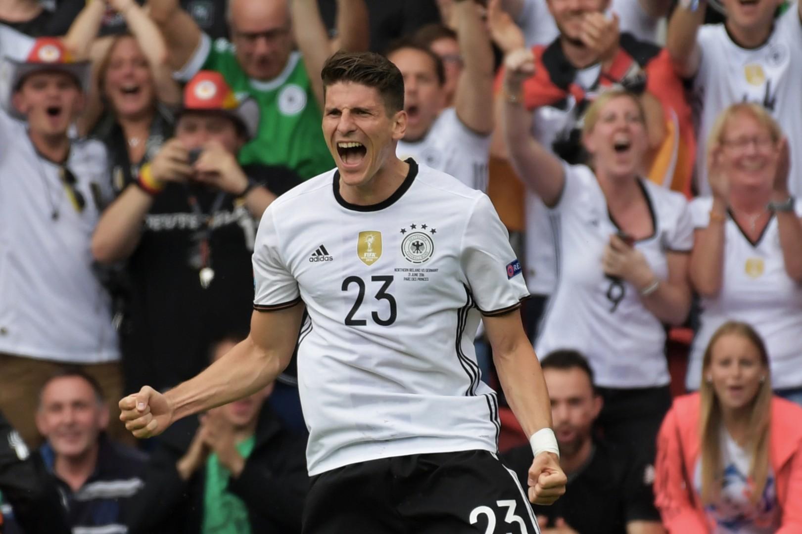 Германия вышла в плей-офф Евро-2016 с первого места в группе