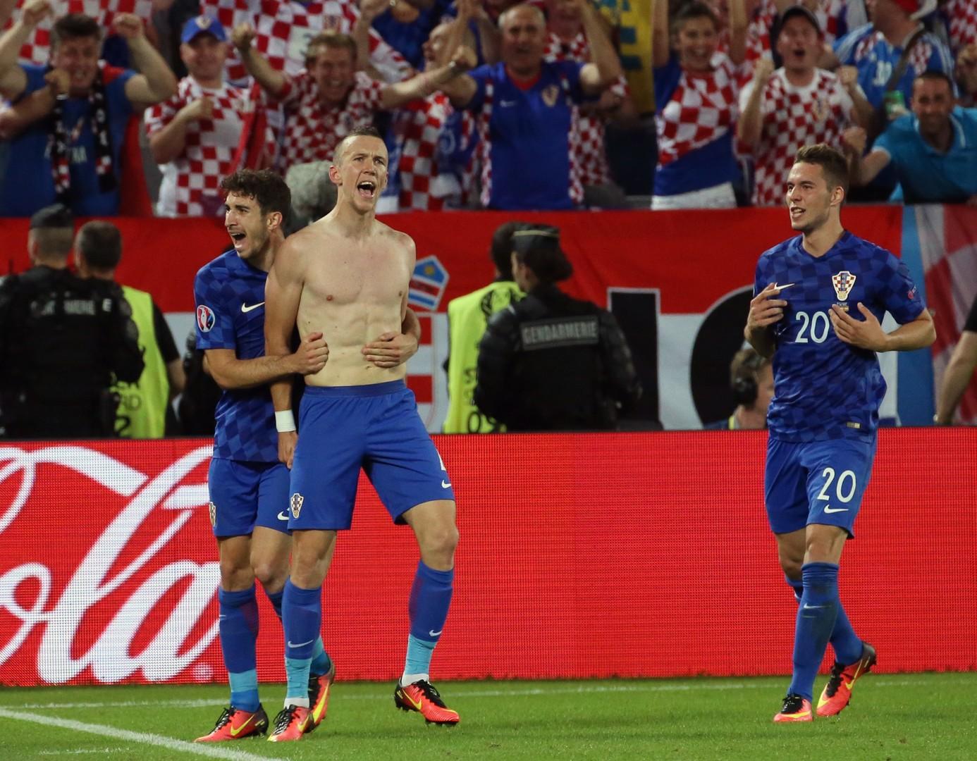 Сборная Хорватии победила испанцев и вышла в 1/8 финала Евро-2016 с первого места в группе