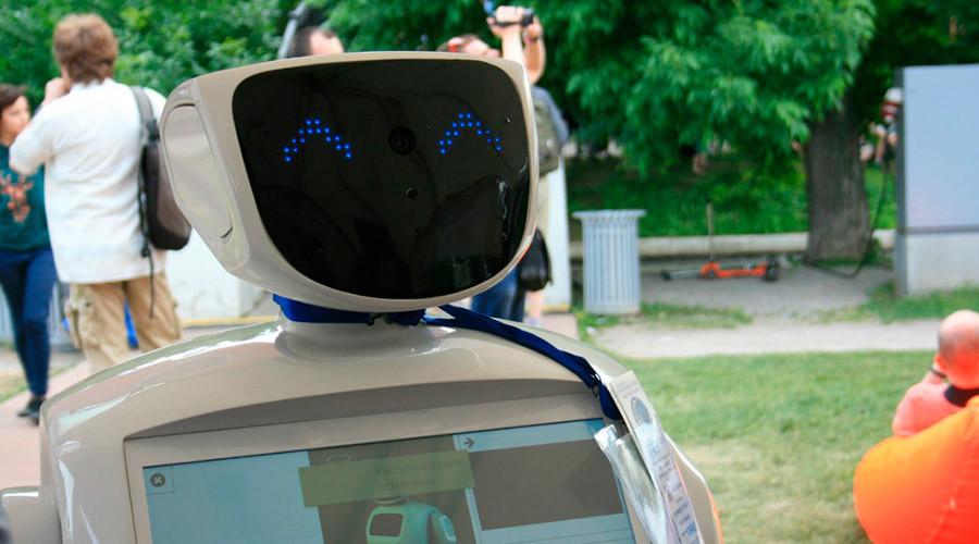 «Не убивайте его»: пользователи YouTube вступились за робота-беглеца из Перми