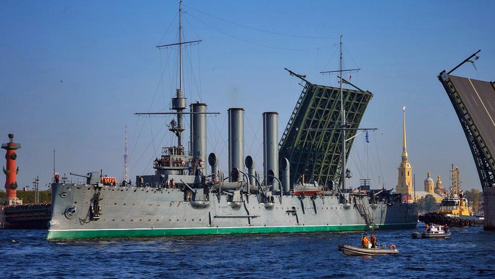 Крейсер «Аврора» в июле вернётся к Петроградской набережной