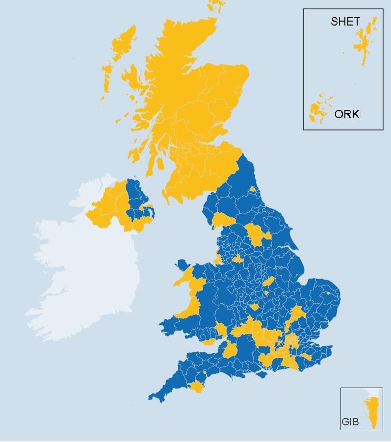 Желтым цветом обозначены регионы, где большинство жителей выступают за сохранение членства в ЕС, синим - за выход Великобритании из Европейского союза.