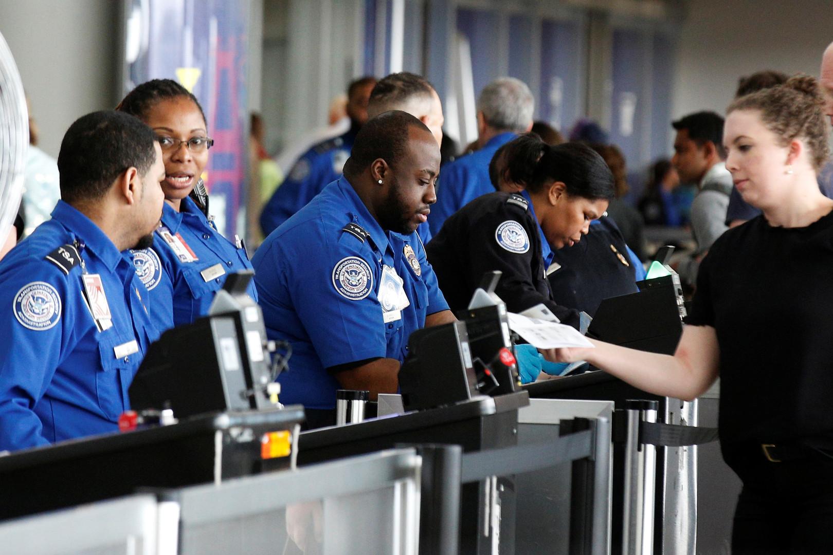 Паспорт и Facebook, пожалуйста: власти США попросят раскрыть данные о соцсетях при въезде