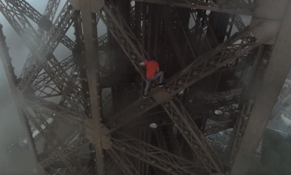 Российские руферы рассказали RT, как покорили Эйфелеву башню