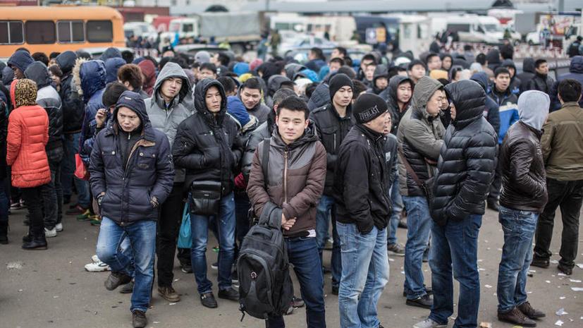 Для работающих в РФ иностранцев могут ввести геномную регистрацию