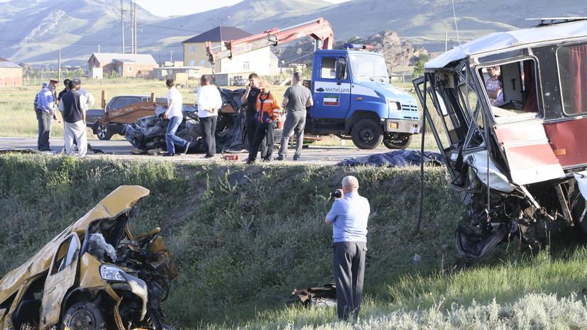 В ДТП с пассажирским автобусом в Дагестане погибли 9 человек, 27 пострадали