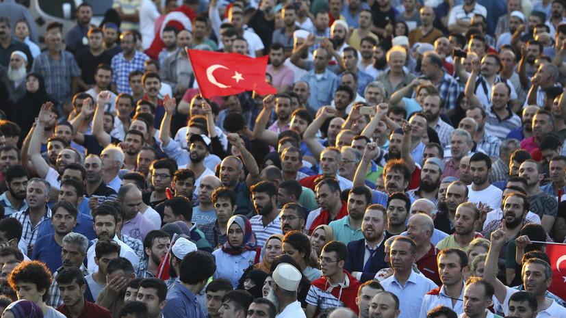Стрельба, войска и сторонники Эрдогана: очевидцы рассказали RT о событиях в Турции