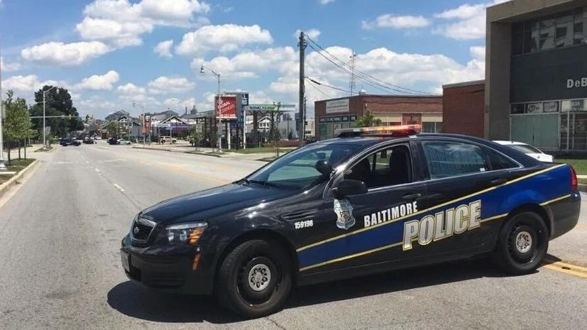 Подозреваемый в изнасиловании захватил заложников в ресторане Burger King в США