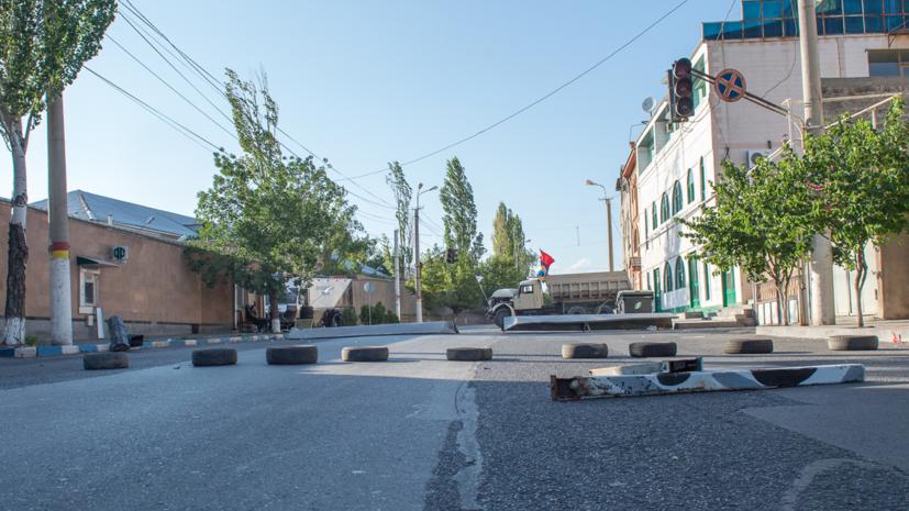 Вооружённые люди в Ереване захватили в заложники врачей