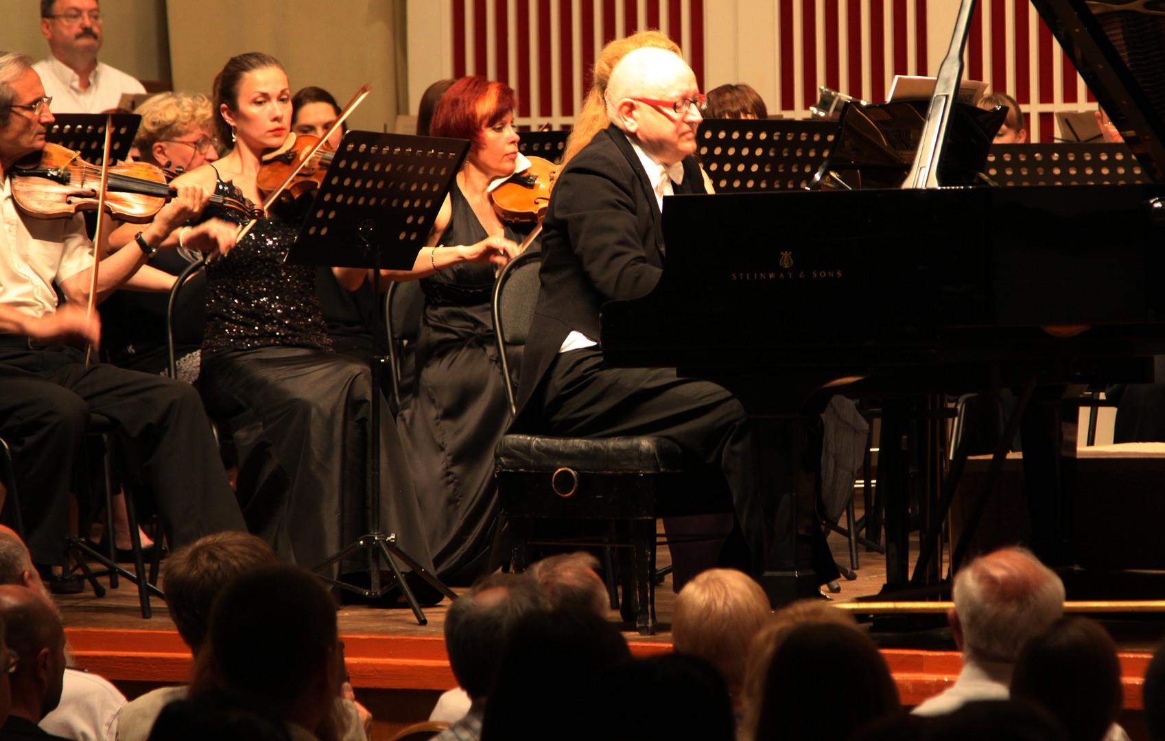 Пианист Питер Сейврайт во время концерта в Донецкой филармонии.