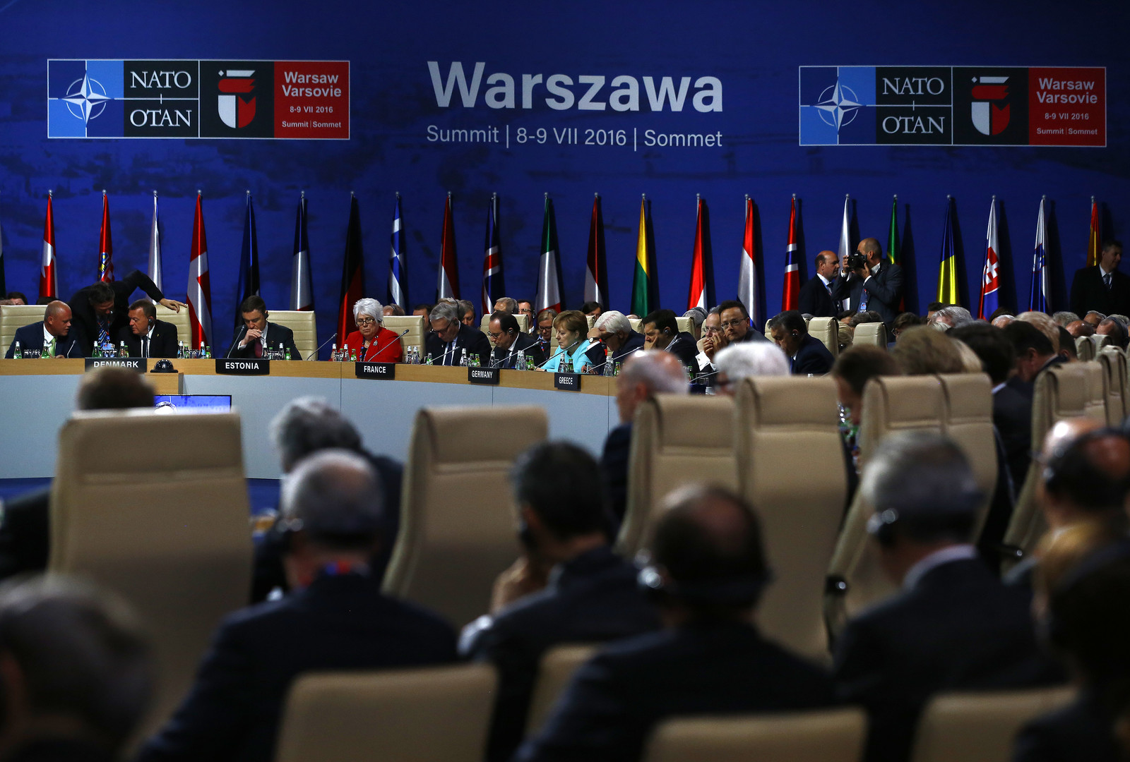 НАТО рисует дугу: альянс обнаружил угрозы от России до Ближнего Востока