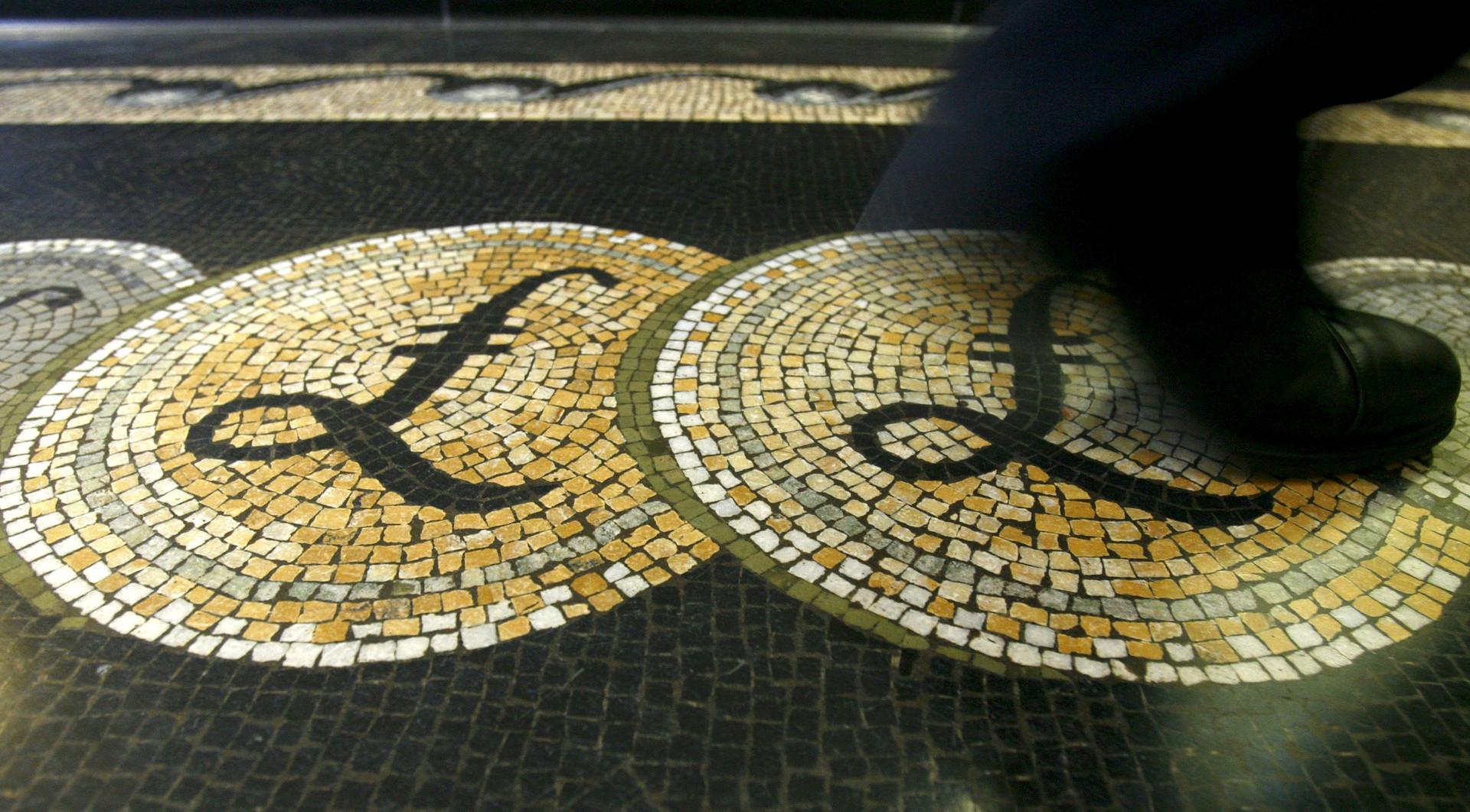 Падение фунта стерлингов. На фоне новостей о выходе Великобритании из ЕС курс британского фунта снизился до 30-летнего минимума.