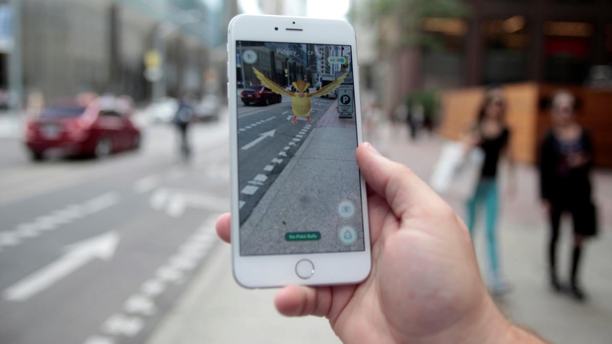 Вооружённые грабители, мертвецы и аварии: как игра Pokemon GО завоёвывает реальность