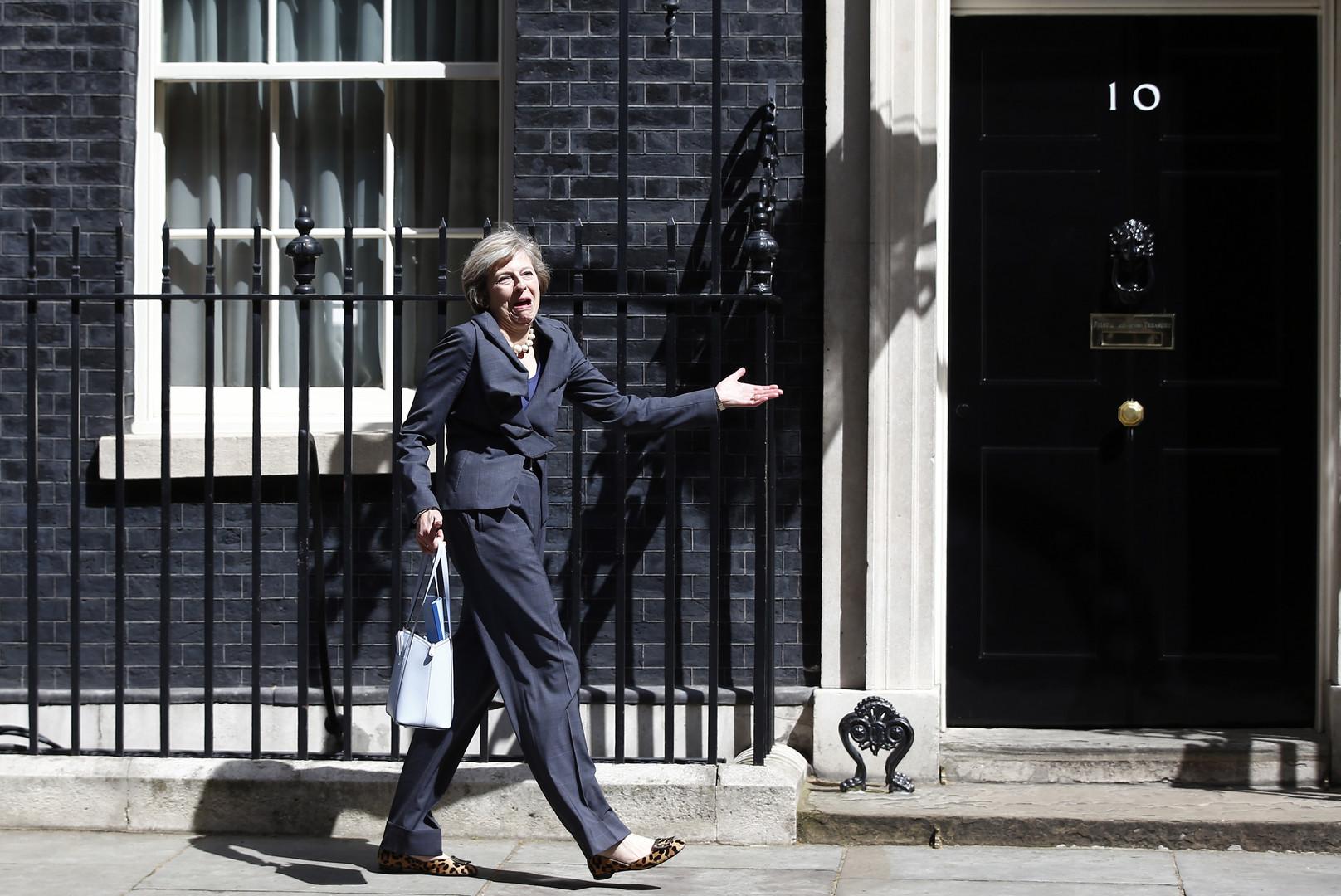 Премьеры для подражания: Twitter обсуждает пение Кэмерона и обувную коллекцию Мэй