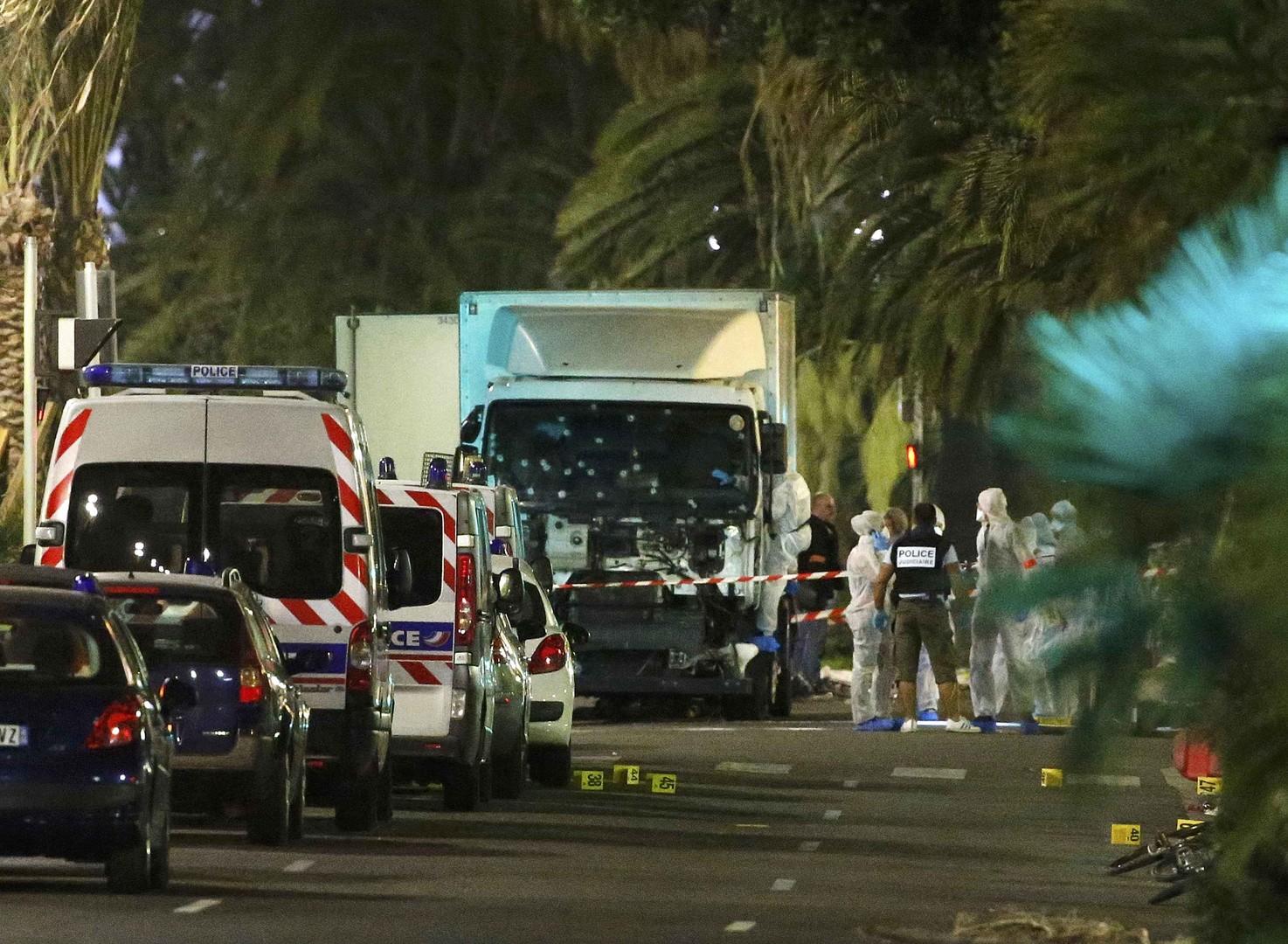 Теракт произошёл в Ницце в День взятия Бастилии, 77 человек погибли