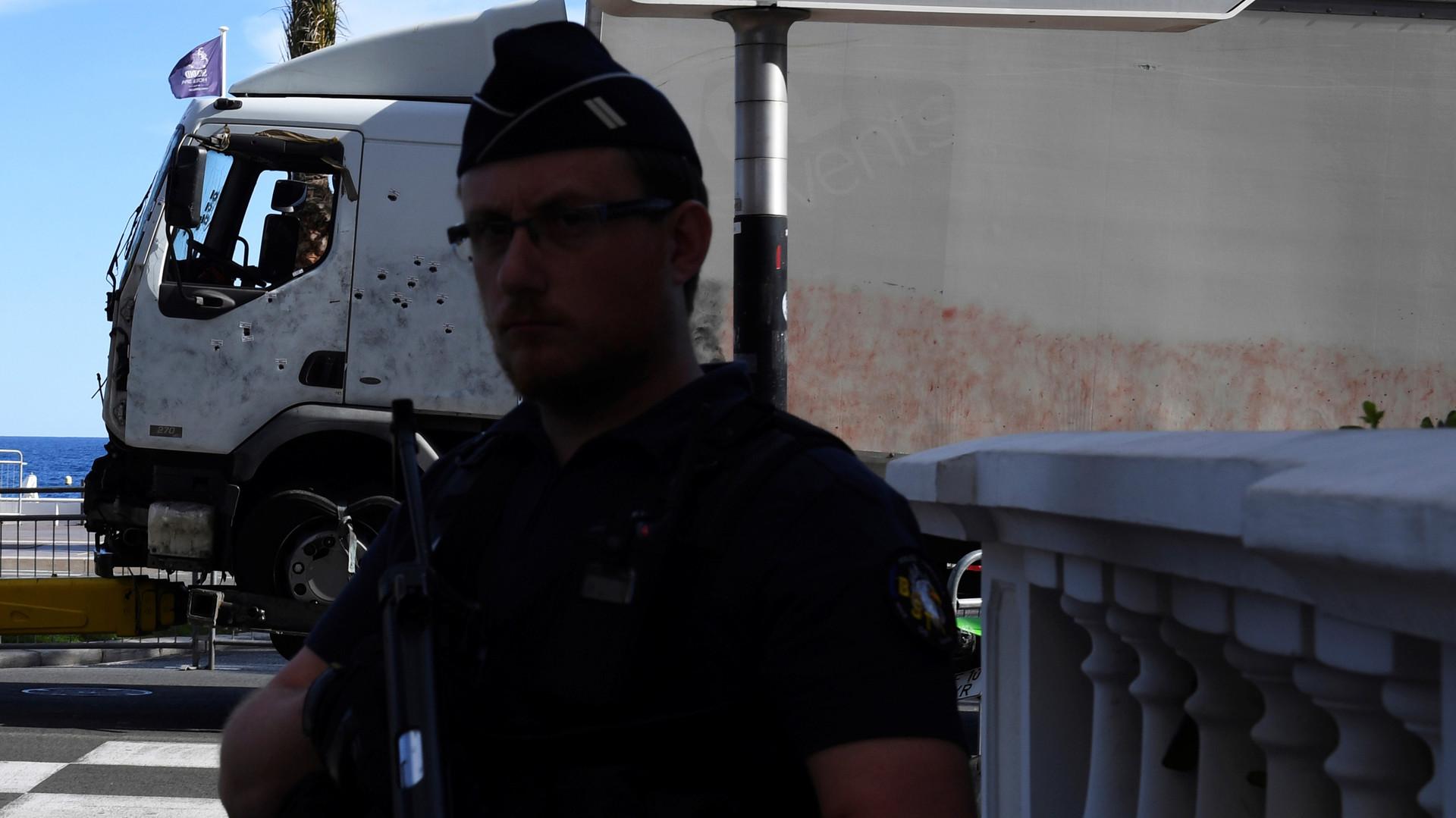 «Фанатиков остановит не чрезвычайное положение»: эксперты о ситуации после теракта в Ницце