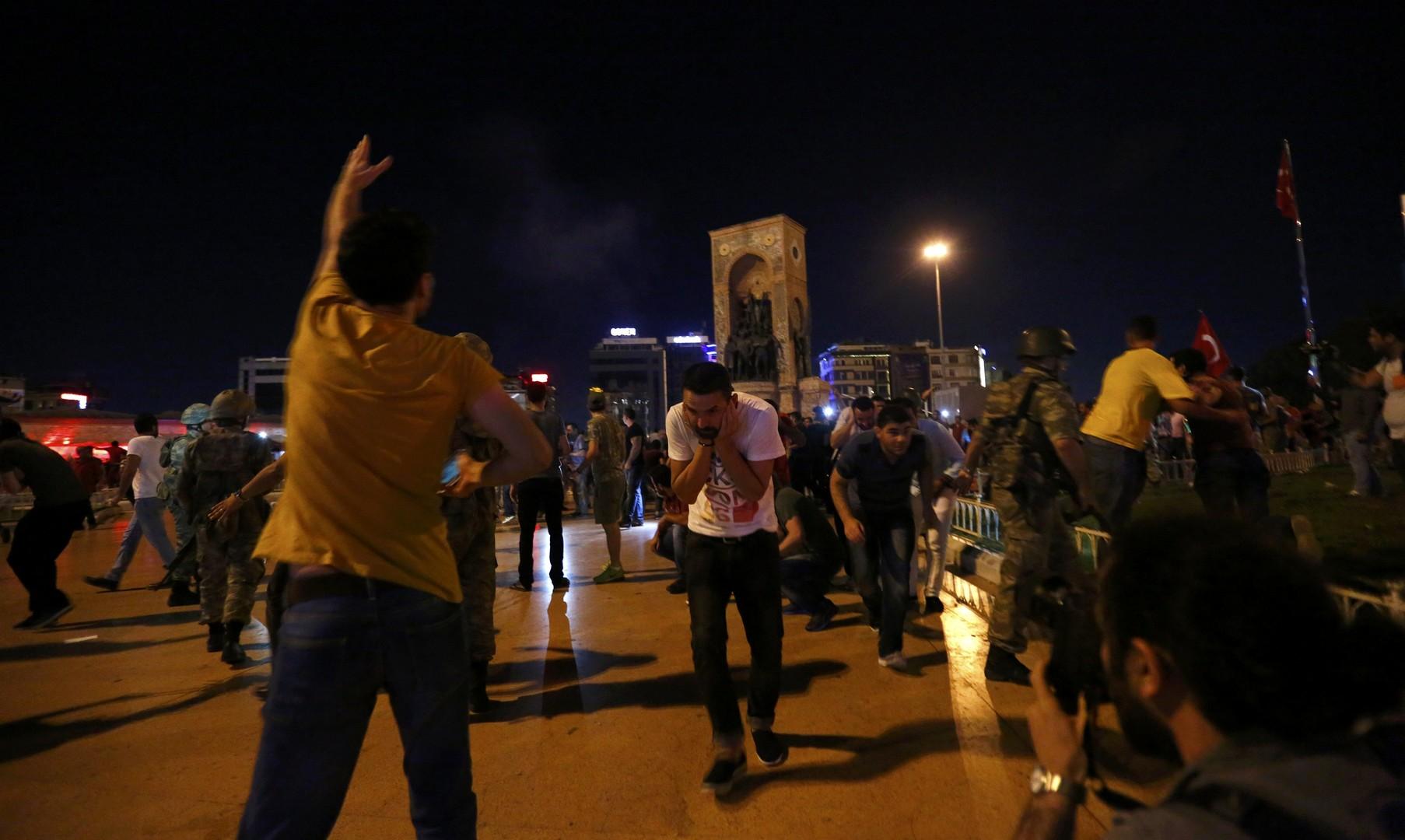 В Стамбуле военные открыли огонь по гражданским