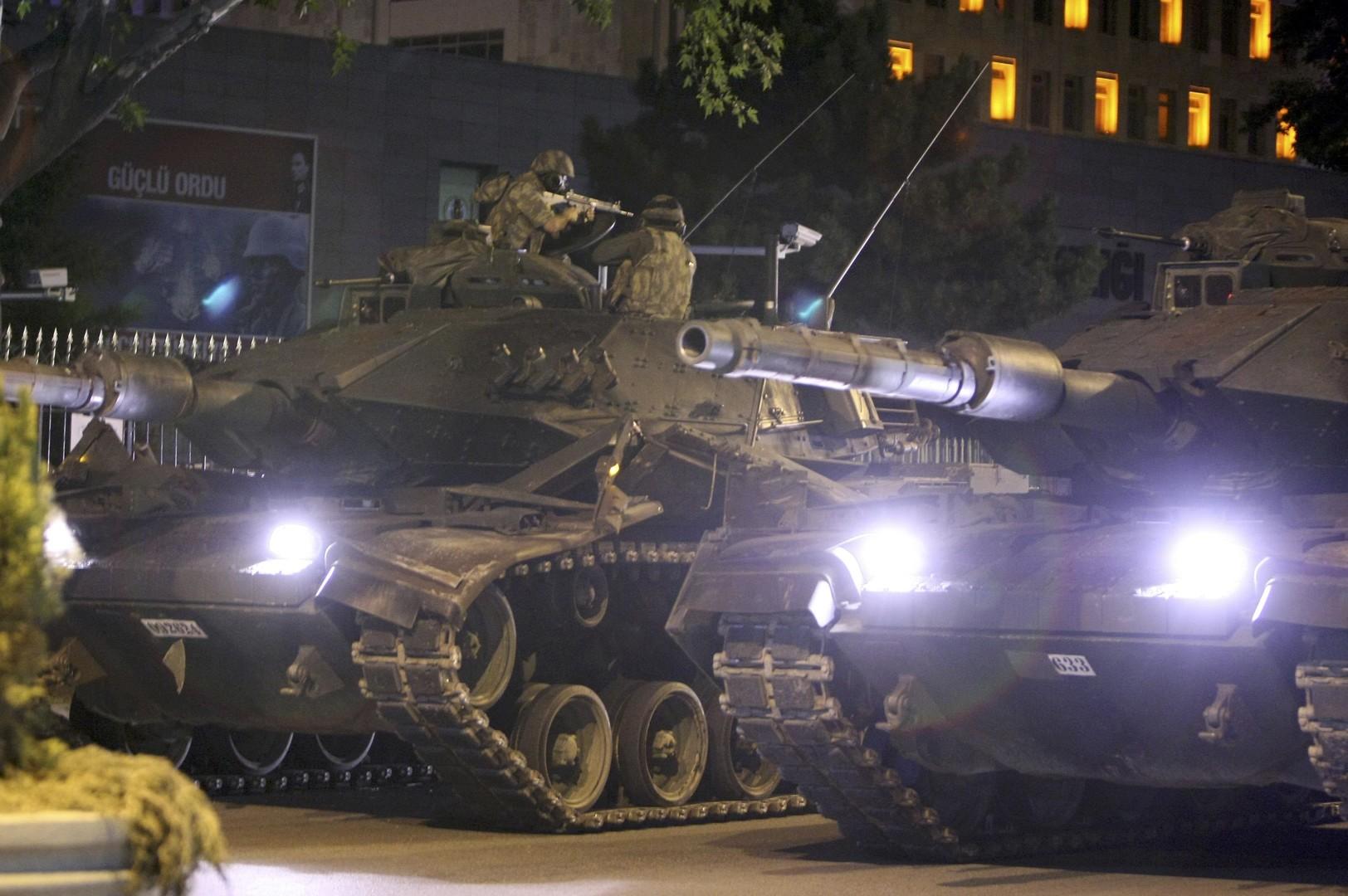 Военный или гражданский: эксперты рассказали RT о предпосылках мятежа в Турции