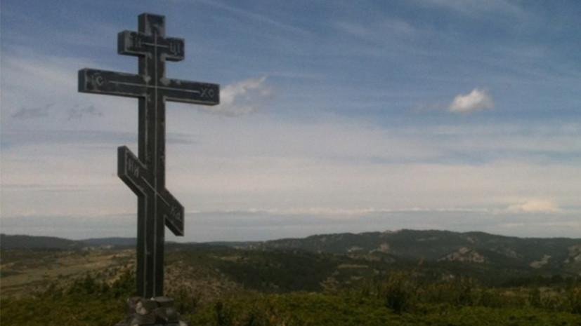 В 2012 году в посёлке Чека, в 236 км от Мадрида, был установлен и освящен поклонный крест в память о белых русских добровольцах, воевавших в гражданской войне в Испании