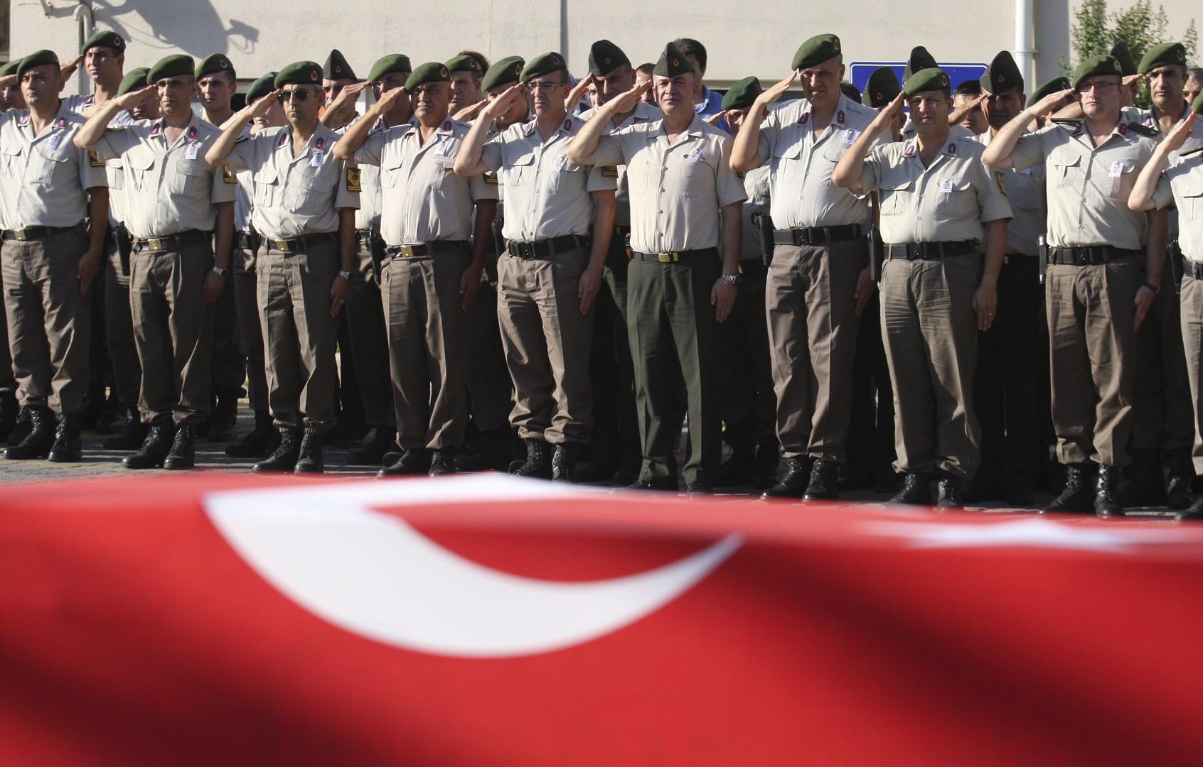 Премьер Турции о военном мятеже: Погибли 208, ранены 1,5 тыс.