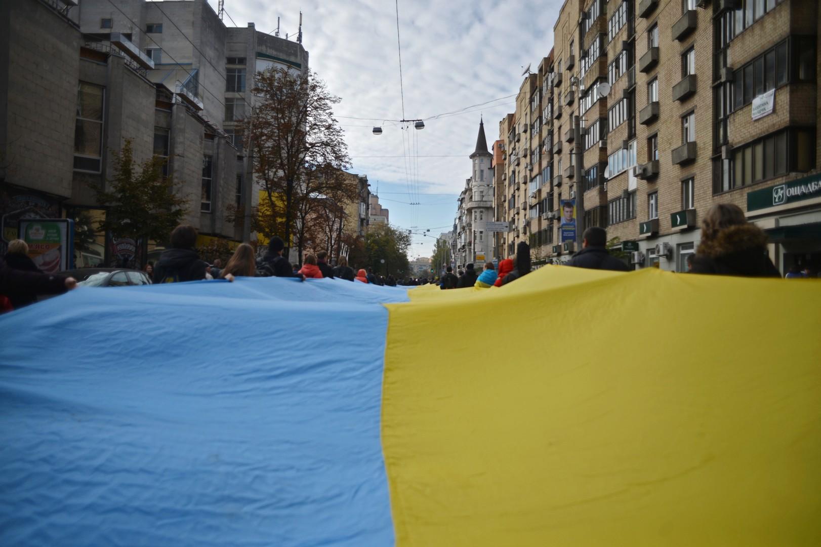 Трудности цветопередачи: как украинцам повсюду мерещится национальный флаг