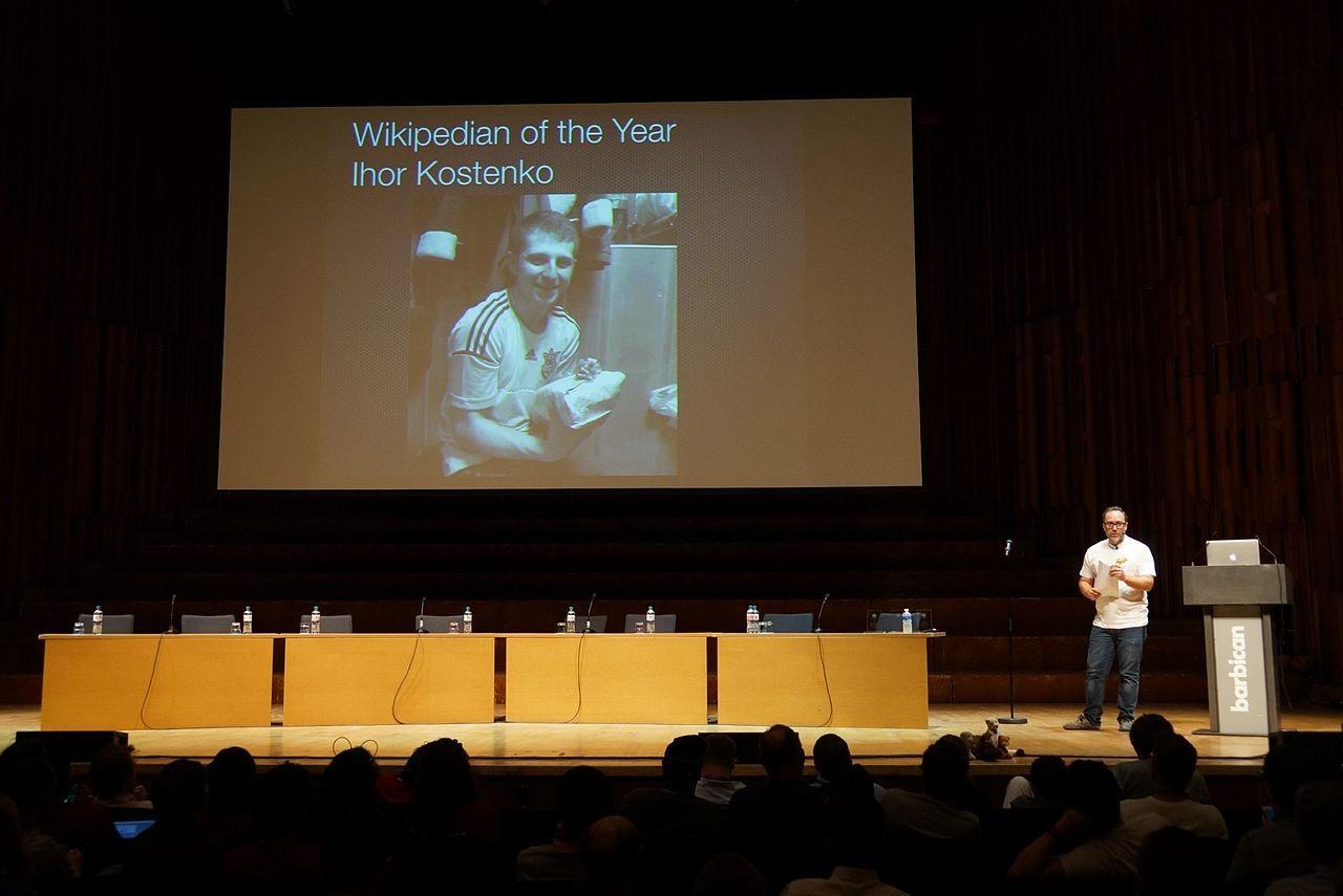 Игорь Костенко, украинский журналист из газеты Sportanalytic, редактор украинской «Википедии». 20 февраля 2014 года убит снайпером на «евромайдане».
