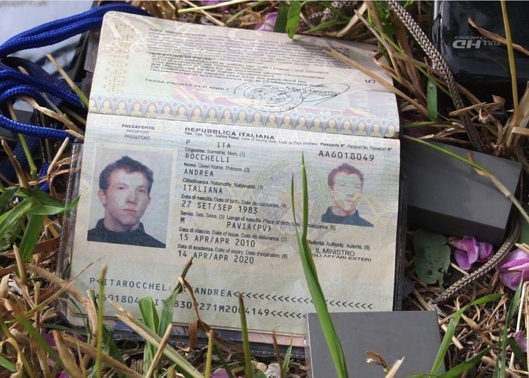 Андреа Роккелли, итальянский фотокорреспондент. Погиб при невыясненных обстоятельствах 24 мая 2014 года (по одной из версий, в ходе миномётного обстрела) во время освещения блокады Славянска. Вместе с ним погиб его переводчик Андрей Миронов.