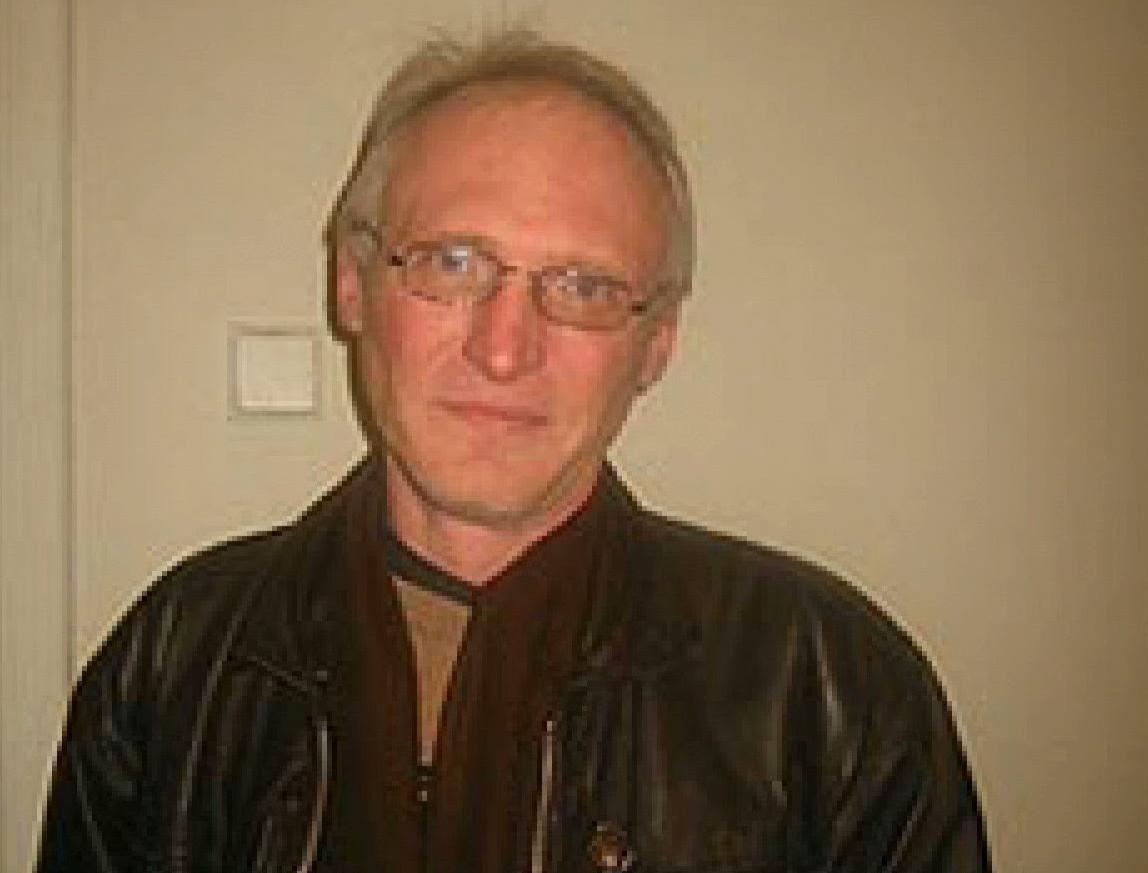 Сергей Сухобок, основатель и соучредитель интернет-изданий ProUA и «Обком». 13 апреля 2015 года убит в Киеве, как предполагает следствие, в ходе бытовой драки.