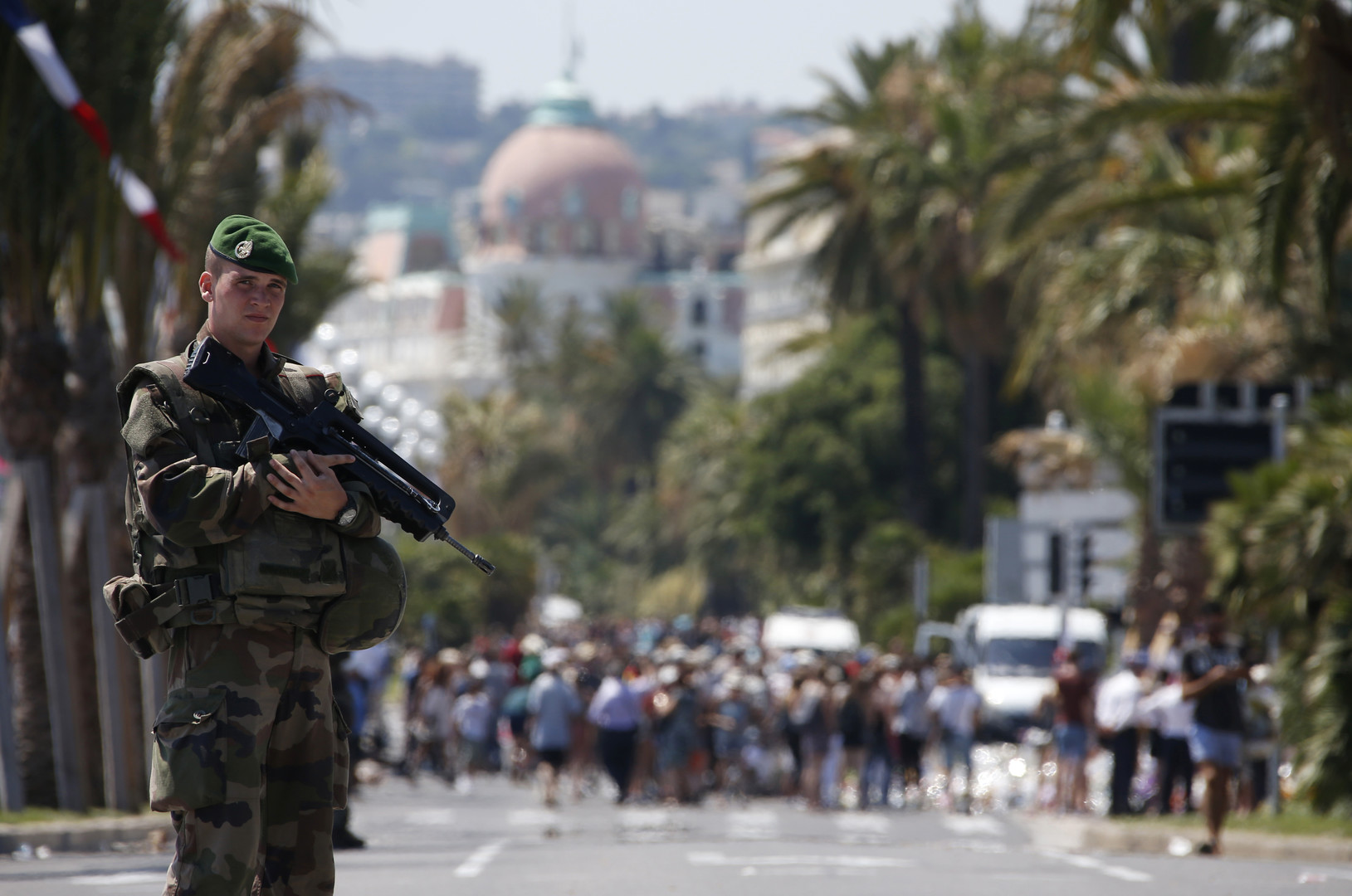 Во Франции на шесть месяцев продлили режим чрезвычайного положения