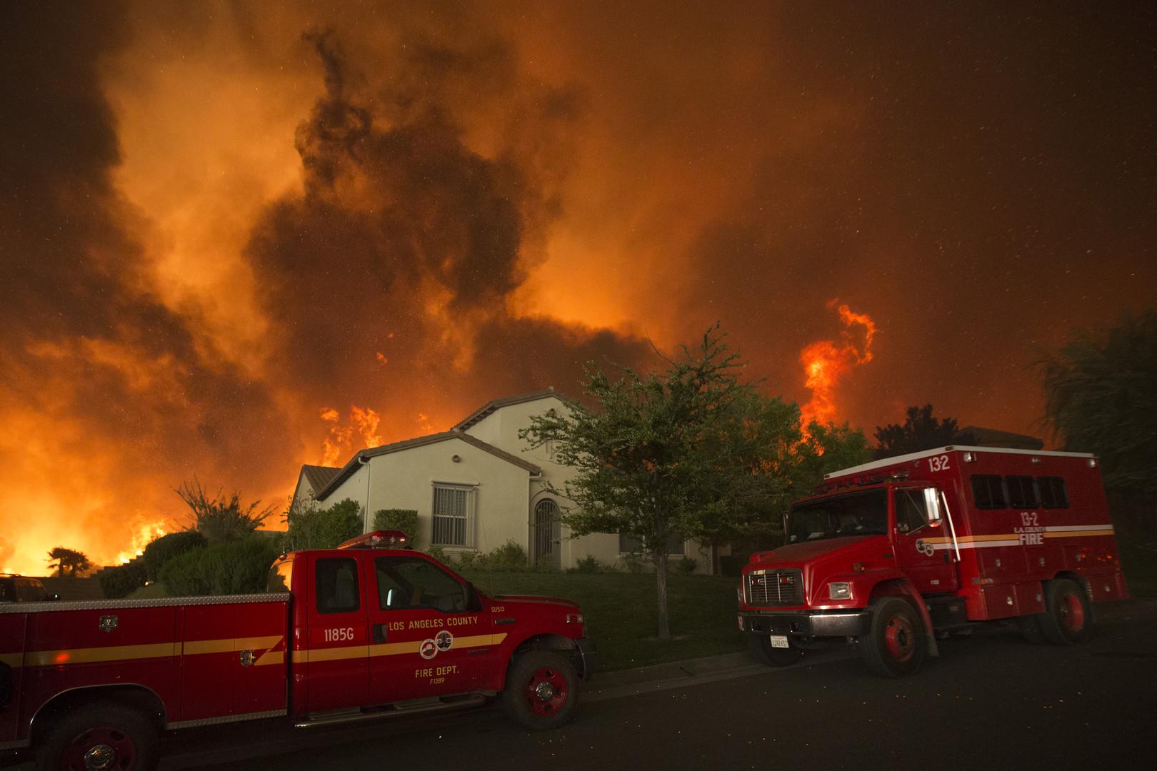Мощные лесные пожары продолжают бушевать на территории Калифорнии в США.