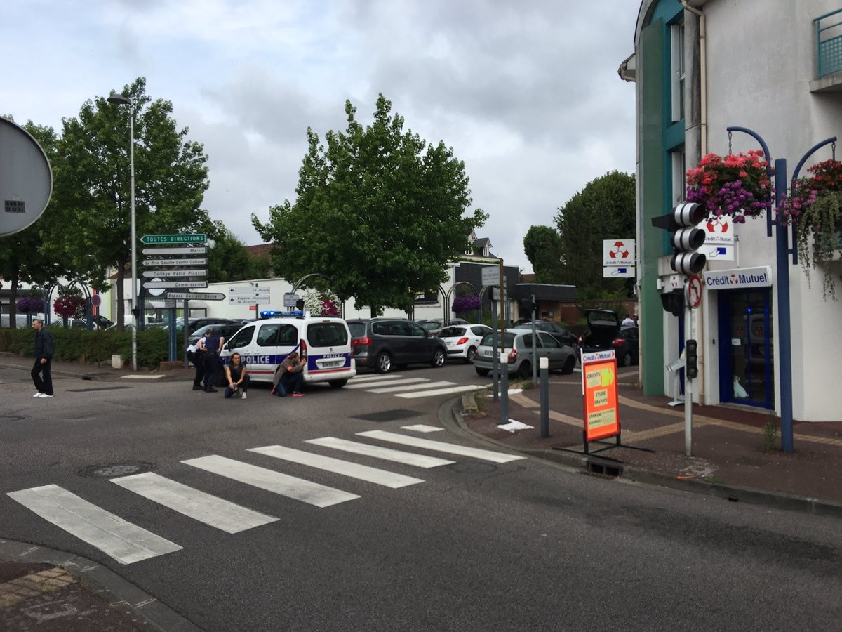 Захват заложников в церкви во Франции: преступники ликвидированы, один заложник погиб