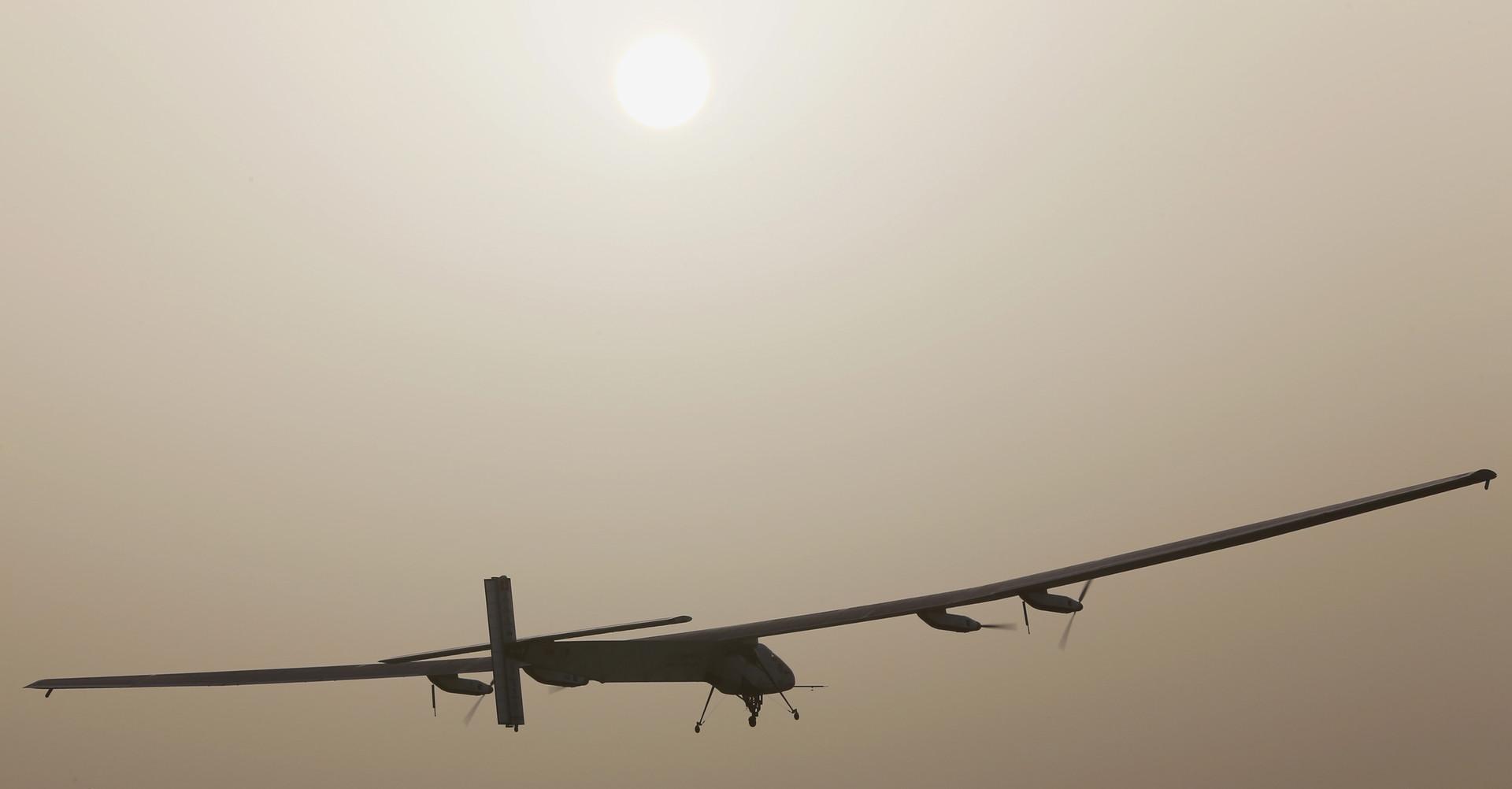 Вес 2,3 тонны, размах крыла 72 метра, количество солнечных батарей 17248, количество винтов 4