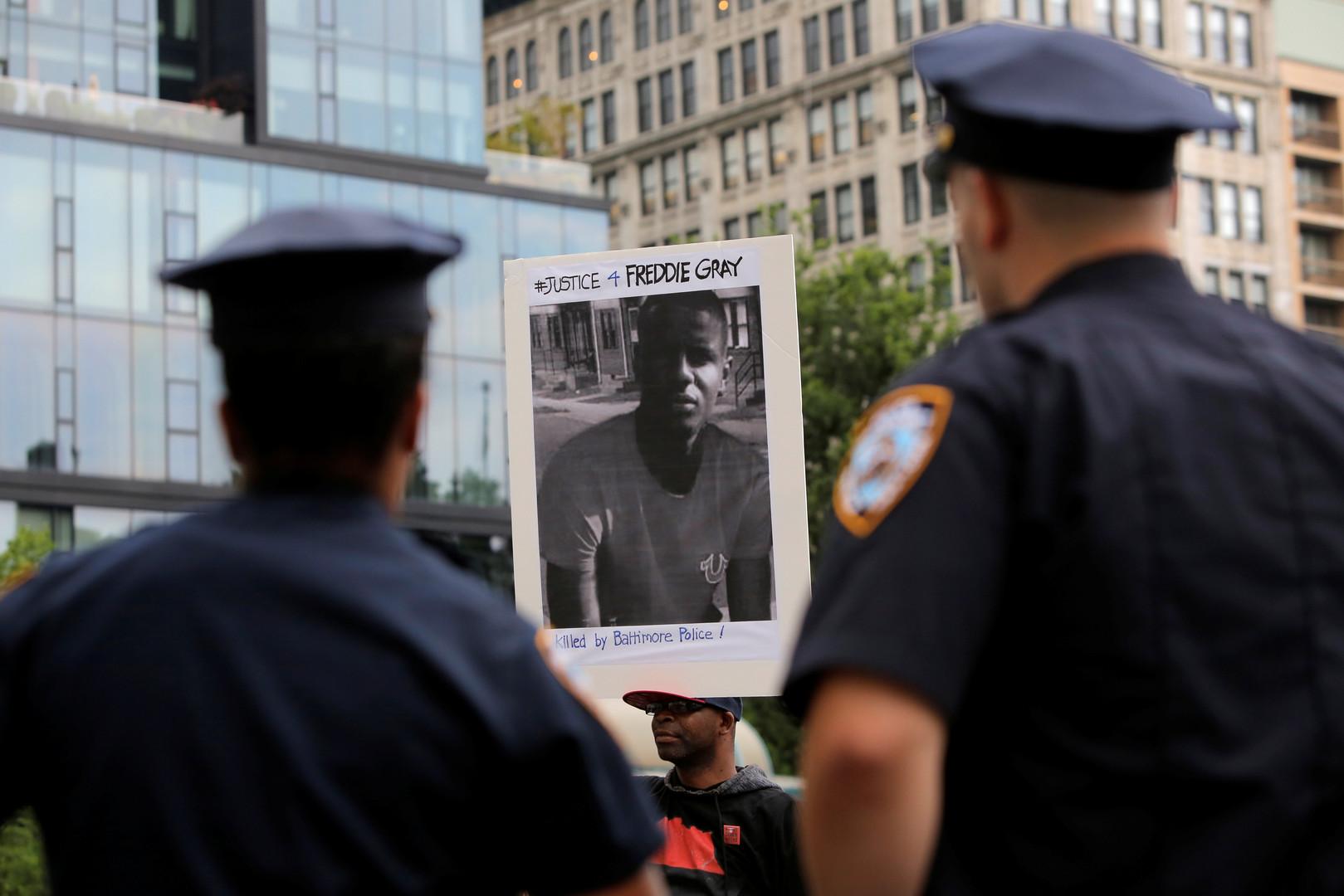 В США сняли обвинения со всех полицейских, причастных к смерти афроамериканца в Балтиморе