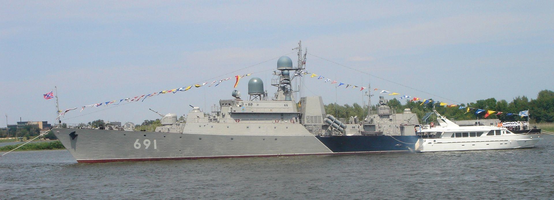 РК «Татарстан» на параде в честь Дня ВМФ в Астрахани, 2012 год