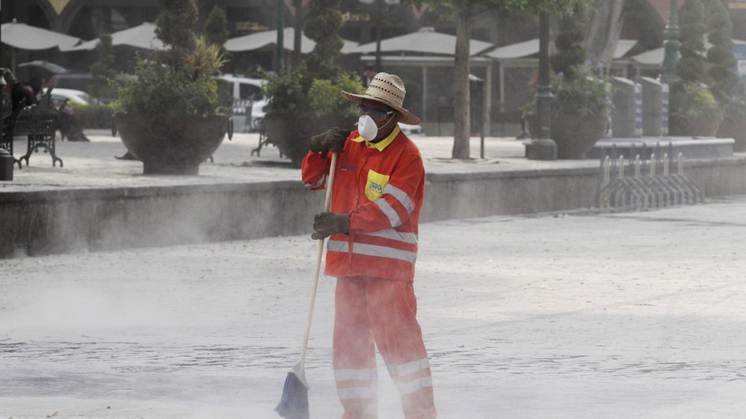 В результате активности вулкана Попокатепетль Мехико оказался засыпан пеплом